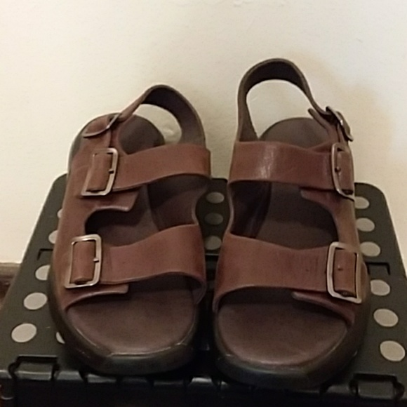 bb790413ee77 MBT Sandals. M 5b4f6beb03087c579a2eeaf1